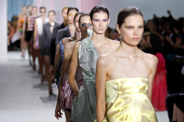 """Áo quần """"fast fashion"""" chỉ được dùng trong vài năm"""