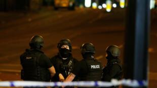 Полиция у стадиона Manchester Arena, 23 мая 2017 г.