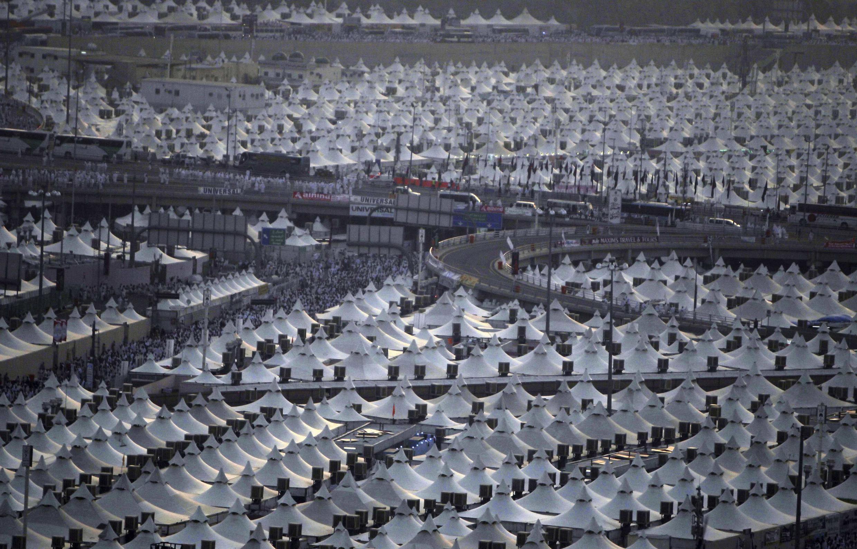 Os peregrinos estão acomodados em milhares de tendas no Monte Arafat, cerca de 20 quilômetros ao leste de Meca.