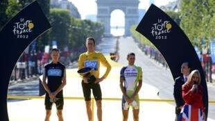 Le podium du Tour 2012 : (de g à d) Christopher Froome, Bradley Wiggins et Vincenzo Nibali, le 22 juillet 2012.