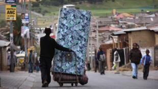 Seulement quatre Sud-Africains sur dix travaillent.