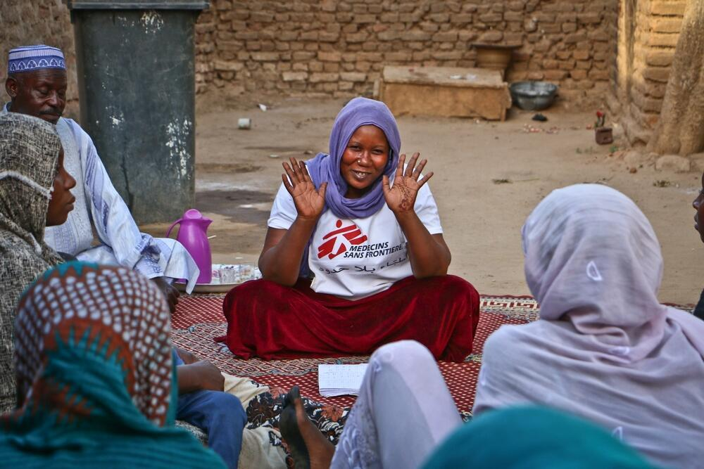 A MSF avec des réfugiés de Centrafrique au Tchad, en décembre 2016.