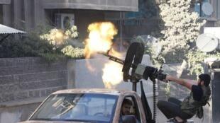 一名在阿勒颇战斗的叙利亚自由军成员,2012年9月28日