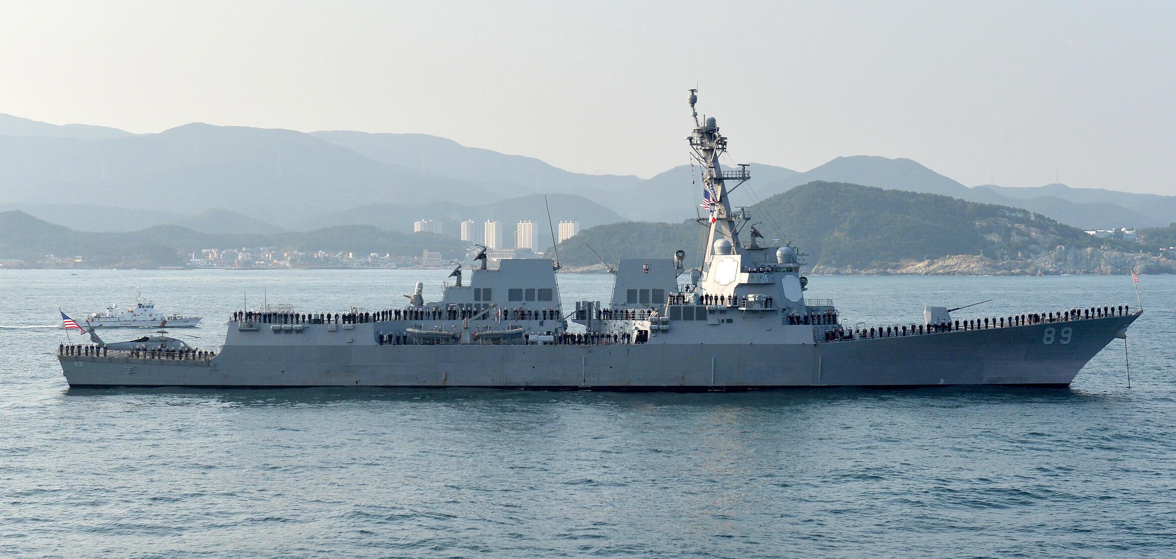 Khu trục hạm USS Mustin thuộc Hạm Đội 7 của Hải Quân Mỹ ghé Cam Ranh (Việt Nam) ngày 15/12/2016. Ảnh minh họa
