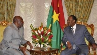 Au retour de sa visite à Paris du président malien Traoré, le Premier ministre Modibo Diarra s'est rendu à Ouagadougou pour présenter la nouvelle feuille de route au président de la Cédéao, Blaise Compaoré.