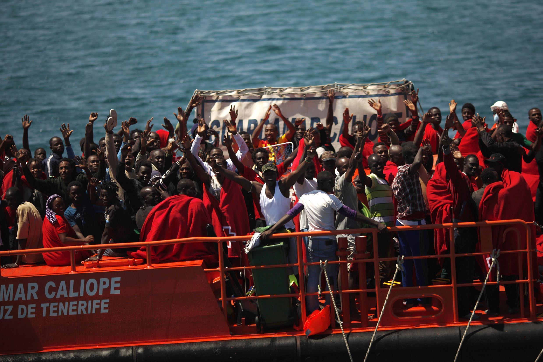 As autoridades espanholas resgataram 775 imigrantes ilegais no Estreito de Gibraltar. 12 de agosto de 2014.