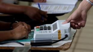 """Para jornal Le Figaro, eleitores brasileiros cederam ao ódio durante as eleições """"mais polarizadas"""" da história do país"""