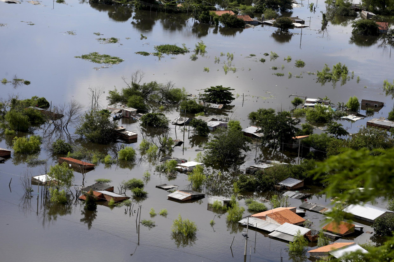 Casas parcialmente sumergidas en Asunción, capital de Paraguay, 20 de diciembre de 2015.