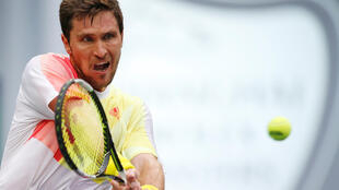 Mischa Zverev reached the semifinals of Swiss Indoors event after beating local favourite and top seed Stan Wawrinka.