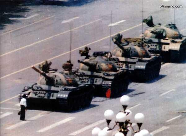No dia 4 de Junho de 1989, um homem enfrentou uma coluna de tanques chineses que avançavam para a praça Tiananmen