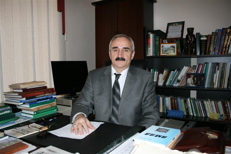 Генеральный директор чеченского Национального музея Ваха Асталов.