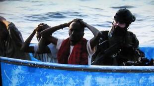 Seis piratas somális serão julgados em Paris a partir desta terça-feira.