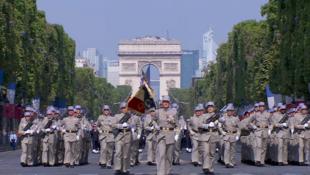 Un instante del desfile en los Campos Elíseos de este 14 de julio