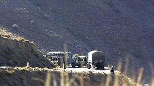 Un convoi militaire algérien près du village d'Ait Ouabane où Hervé Gourdel avait été enlevé.