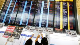 Sân bay quốc tế Hồng Kông thông bảo hủy các chuyến bay đến và đi từ Hồng Kông, ngày 12/08/2019.