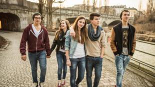 Un groupe de jeunes Allemands. Les nouvelles générations sont sensibles et sensibilisés à cette période de leur histoire.