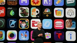Giám đốc điều hành Apple, ông Tim Cook phát biểu tại hội nghị Apple Worldwide Developer ở San Jose, California, 04/06/2018.