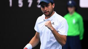 La joie du Russe Aslan Karatsev, vainqueur du Bulgare Grigor Dimitrov, en quarts de finale de l'Open d'Australie, le 16 février 2021 à Melbourne