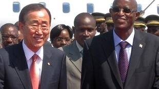 Ban Ki-moon with Burundi's President Yves Sahinguvu on an earlier leg of his Africa tour