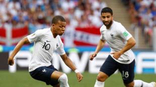 Coupe du Monde de Football 2018 - Groupe C - Danemark - France : le Français Kylian Mbappe et Nabil Fekir en action au Stade Luzhniki à Moscou en Russie, le 26 juin 2018.