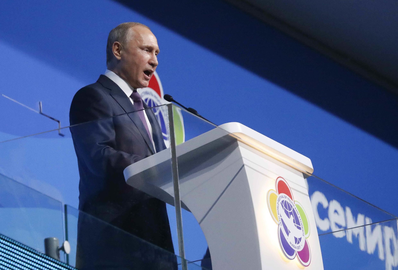 Le président russe Vladimir Poutine, le 15 octobre 2017 à Sotchi pour le Festival mondial de la jeunesse et des étudiants.