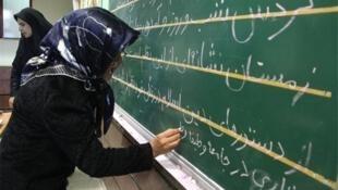 علی باقرزاده، معاون وزیر آموزش و پرورش و رییس سازمان نهضت سوادآموزی، از بیسوادی حدود ۲ میلیون و ۷۰۰ هزار نفر در ایران که ۱ میلیون و ۸۰۰ هزار نفر از آنها زن هستند خبر داد.