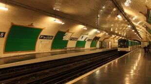 De nombreuses professions sont concernées par le travail de nuit. Et notamment les ouvriers de maintenance du métro de Paris.