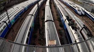 Скоростные поезда на путях. Лионский вокзал.
