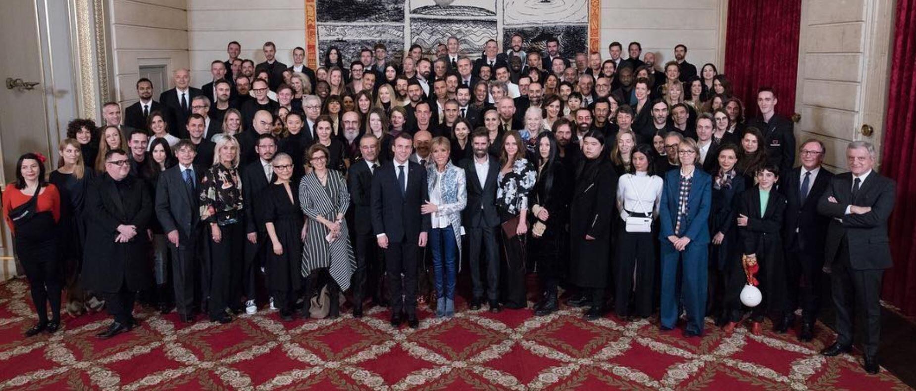 Официальная фотография приема дизайнеров от моды в Елисейском дворце 5 марта 2018.