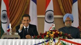 Nicolas Sarkozy and Indian Prime Minister Manmohan Singh in New Delhi on 6 November 2010