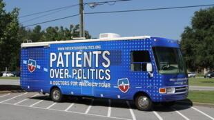 Un bus Obamacare : «Les malades au-dessus de la politique».