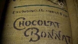 La famille Bonnat réalise du chocolat, du sac de fèves à la tablette depuis 1884 à Voiron dans l'Isére.