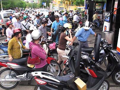 Một trạm xăng ở Việt Nam. Giá xăng dầu đã tăng liên tục từ đầu năm đến nay.