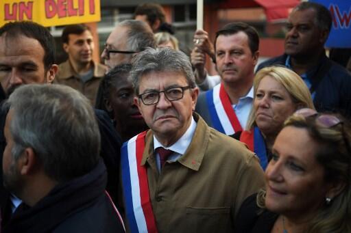 Jean-Luc Melenchon, líder da França Insubmissa, à chegada ao Tribunal de Bobigny, julgado por crimes de intimidaçao e provocação a magistrado e polícia judiciária
