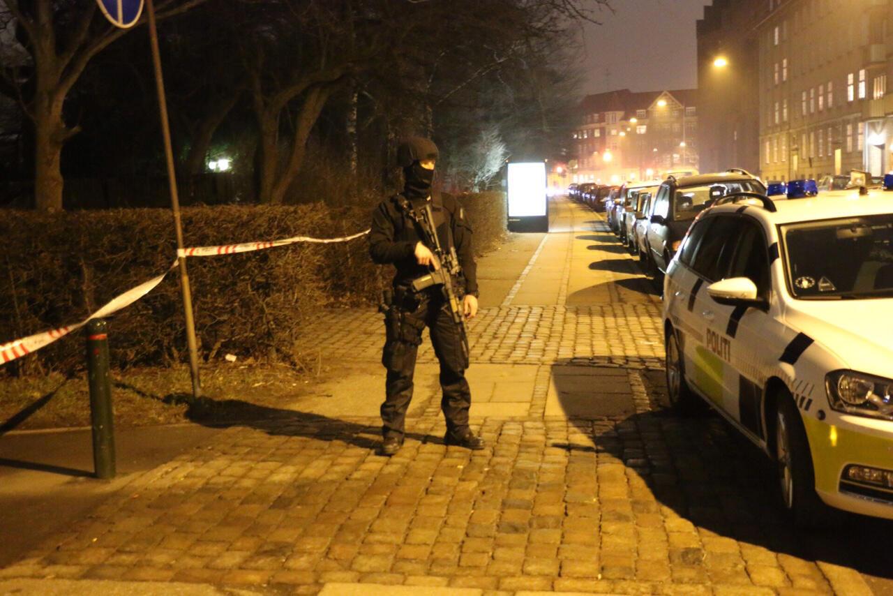 Les forces de police danoises sécurisent la zone où s'est déroulée la fusillade, samedi 14 février à Copenhague.