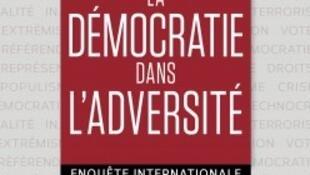 """کتاب """"LA DEMOCRATIE DANS L'ADVERSITE"""" نوشته """"Chantal Delsol"""" & """"Giulio De Ligio"""""""