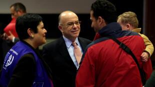 دیدار برنار کازنوو نخست وزیر فرانسه با پناهجویان در آتن. ۱۳ اسفند/ ۳ مارس ٢٠۱٧
