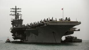 Meli kubwa ya kijeshi ya Marekani Nimitz ikiegesha kwenye bahari ya Hong Kong, Februari 17, 2010.