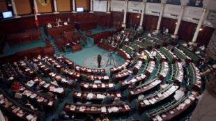 L'Assemblée des représentants du peuple, à Tunis, lors du vote de confiance au Premier ministre Habib Essid, le 30 juillet 2016.