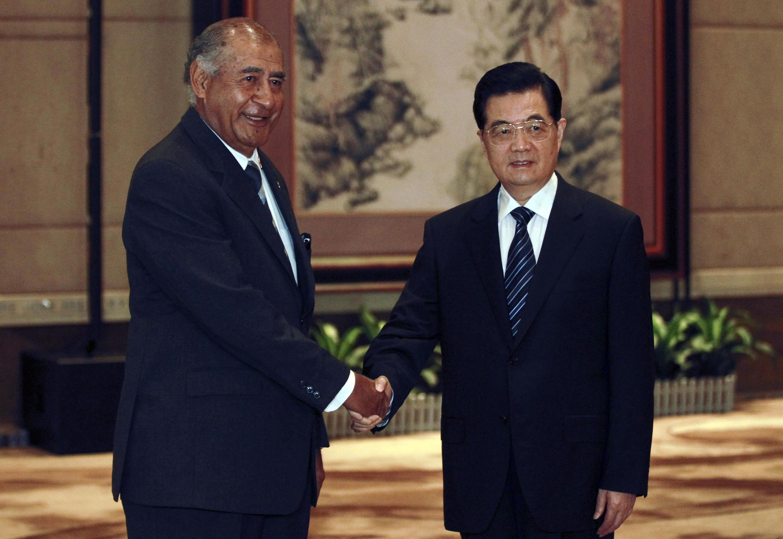 Chủ tịch Trung Quốc Hồ Cẩm Đào và tổng thống Fji Ratu Epeli Nailatikau tại Quảng Đông ngày 12/8/2011.