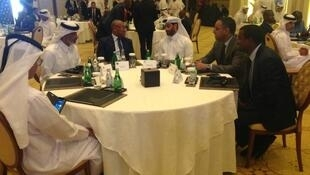 Rais wa CAF Ahmad Ahmad akiwa na viongozi wa soka nchini Qatar