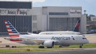 Avant la pandémie, les compagnies aériennes américaines et chinoises assuraient environ 325 vols par semaine entre les deux pays.