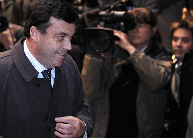 O ministro das Finanças irlandês, Brian Lenihan, chega nesta terça-feira à reunião de líderes da zona euro em Bruxelas.