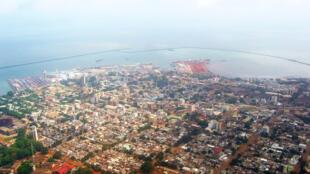 Vue de la ville de Conakry, capitale de la Guinée.