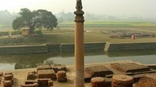 Ashoka pillar in Vaishali, Bihar, India. The pillars were erected across India and were inscribed with edicts by the Mauryan Empire ruler Ashoka, more than 200 BCE