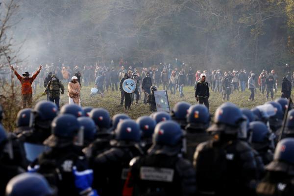 Heurts entre opposants et forces de l'ordre sur le site de 1 650 hectares à Notre-Dame-des-Landes, le 15 avril 2018.