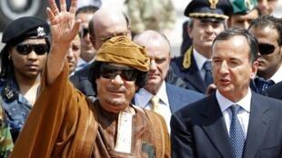 O líder libanês, Kadhafi, ao lado do ministro italiano dos Negócios Estrangeiros, Franco Frattini, em Roma.