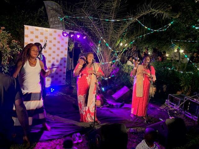 Les sœurs Doga lors d'un concert.