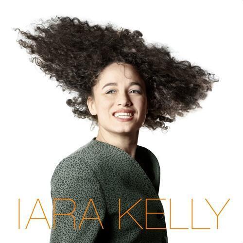 Iara Kelly, cantora brasileira