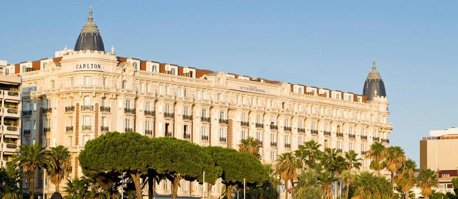 Fachada do Hotel Carlton em Cannes.